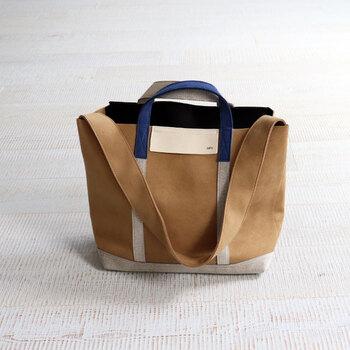 カジュアル感の強いトートバッグも、素材感にこだわればこんなに上品に。シックなマルチカラーは装いのアクセント使いにも重宝し、ワンランク上のカジュアルスタイルを演出します。