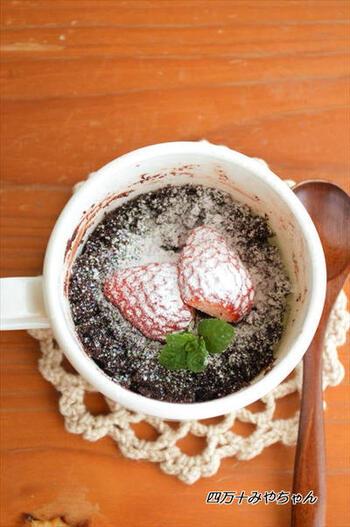 手間も時間もかかるイメージのガトーショコラですが、マグカップひとつで簡単に作ることができます。ブランデーを入れてちょっぴり大人な味は、バレンタインにもぴったりです。