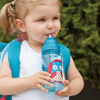 直径65×高さ175mmの子供に持ちやすいサイズで、ストラップ付きのボトルはお出かけにも一緒に持って行かれます。しかも食洗機対応なので、子育てで忙しいママもお手入れ簡単で◎。