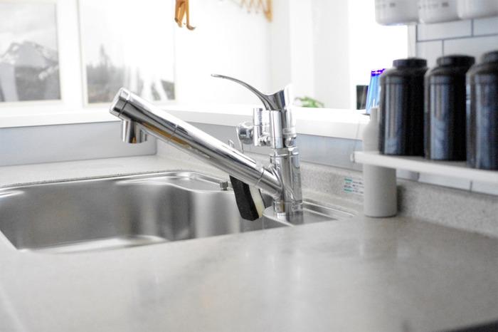 洗面台、キッチン、お風呂場など・・・水周りの蛇口に効果てきめん。深い隙間にひっかけるように使えば、パーツの見えないほど狭い隙間に付いた細かい汚れを、しっかりキレイにお掃除してくれます。