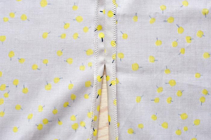 1.スカートの脇をスリット止まりまで縫い合わせ、縫い代を割る。スリット止まりに接着芯を貼っておくと補強になる。