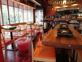 広い店内は個室もあり、グループや女子会などさまざまなシーンで使えます。