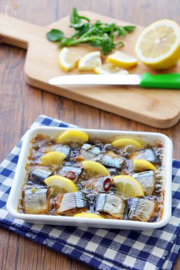じっくりと煮込んで作るサンマとレモンのアヒージョ。眼精疲労予防に効果のあるニンニクも同時に摂ることができます。残ったオイルをパスタなどにアレンジして使うこともできます。