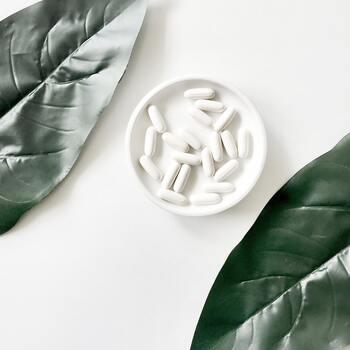 ブルーベリーに多く含まれているルテインや、ビタミンの入ったサプリメントを使うのも、疲れ目の治し方の一つです。効果には個人差がありますので、自分にあったものを見つけましょう。