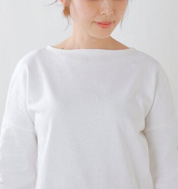 旬のコーデは襟元で決まる!「ネック」の形で印象に残るスタイルを作ろう
