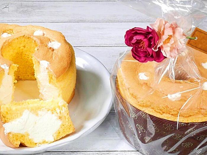 いつものシフォンケーキ型では生シフォンは作れないのか?というと、そんなことはありません!リング型のシフォンケーキには、数か所からバランス良くクリームを注入すると良いですよ♪