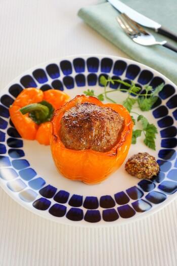 詰め物料理は、フランス語で「ファルシー」、英語では「スタッフド〇〇」といいます。トマト・ファルシーやスタッフドエッグなどポピュラーですね。また、和食の「射込み」も詰め物料理として古くから親しまれています。