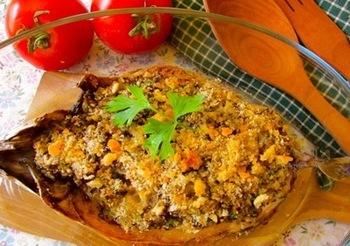 サバのおなかに、エビやバゲットなどの具材を詰めて、オーブンで香ばしく焼きます。サバがグレードアップする、おしゃれなメインディッシュ。いろんなうまみが集まって、ジューシーさが滴るおいしさです。