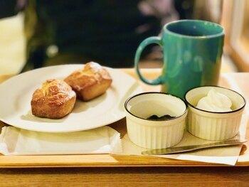 厳選したコーヒーは種類豊富で、酸味や苦みなどそれぞれ特徴が異なります。スタッフの方に相談しながら、お好みの1杯を探すのも楽しみのひとつ。おいしいコーヒーのお供には、素朴なスコーンがぴったりです。