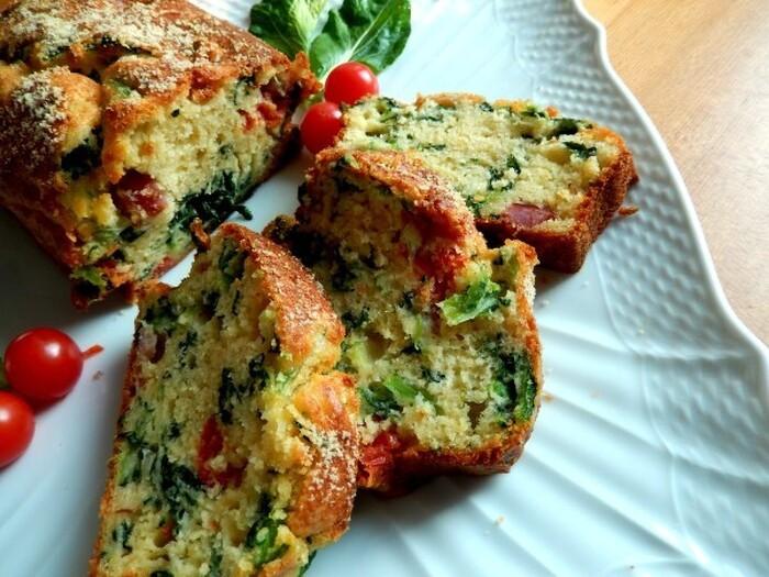 朝食やブランチ、おもたせやお家バルにもおすすめ♪  小松菜やミニトマト、ベーコンやいろんなチーズを加えることで、ボリュームも栄養もたっぷりに。小松菜の茎をミキサーでピュレ状にして、ゴルゴンゾーラやパルミジャーノとあえれば、おしゃれなグリーン色のソースが完成します。
