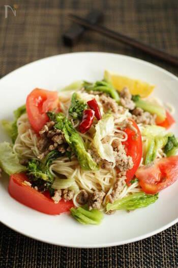 やわらかくしんなりとするレタスは、麺とも相性のいい野菜。 にんにくとナンプラーの香りが食欲をそそる、ランチにもおすすめのアジアンごはんです。