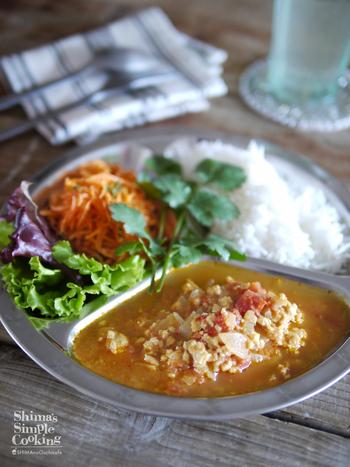 こちらは北インド由来の「キーマカレー」です。水を使わずに作ることで、鶏肉と野菜の旨みが凝縮されてより濃厚な味わいに。隠し味のケチャップとオイスターソースも、美味しく仕上げるための大事なポイント。