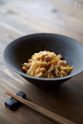 作った切り干し大根は、煮物やサラダなどに。こちらの大豆と切り干し大根の煮物は、冷凍保存も可能なので、たっぷり作っておけばあと一品欲しいときやお弁当にも使えて便利。