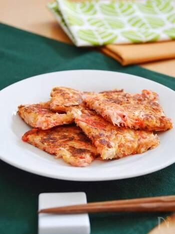 同じく、大根の皮と紅ショウガ、ピザ用のチーズで作るチーズチヂミ。おかずやおつまみだけでなく、カラフルなおかずは、お弁当にも◎。