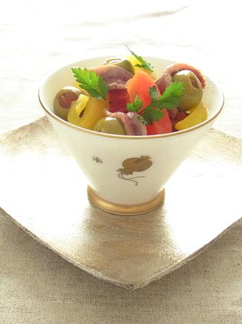 ピクルスを爽やかな風味に仕上げるワインビネガー。彩り美しいパプリカなどを使えば、上品でおしゃれな前菜に。ぜひストックしておきたいですね。