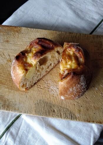 『ルヴァンカマンベール』。じっくりとカリカリにトーストしてから頂くと美味。(筆者撮影)