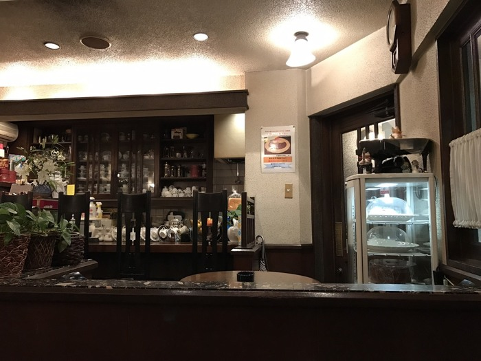 カウンターの奥には様々なカップが並んでいます。行く時々によって違うカップで出てくる楽しみも、何度も訪れたくなってしまう理由の1つです。