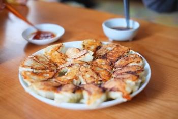 餃子やラーメンに辛味を足したいとき、欠かせないのがラー油。ごま油の香りとピリッとした辛味は、辛いもの好きさんにはたまりません。