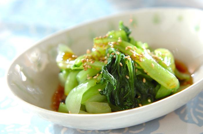 いつものおひたしに飽きたら、ピリッと辛い中華風おひたしを試してみたいですね! 調味料をあわせてチンゲンサイのおひたしにかけるだけ。小松菜やホウレン草のおひたしにかけてもいいですね。