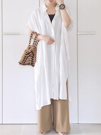着まわしやすいシャツワンピもユニクロで。インナーやボトムスの組み合わせ次第で、さまざまな雰囲気を楽しめます。