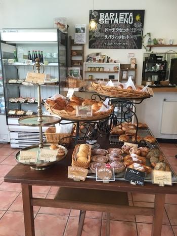 クロワッサンをはじめパンチェッタ、ブール…店名通り、バリエーションゆたかなパンが揃っています。