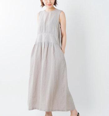 普段はあまり着ないという方も、夏のルームウェアはワンピースがおすすめです。リネン素材は肌に触れた瞬間にひんやりと感じ、コットンは汗を吸収してくれます。