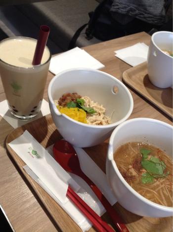 カフェということで、ドリンクはフードやデザートとセットにして注文することも!ちょっぴり割引があるのが嬉しいですね。おいしい台湾フードとドリンクで、おなかも心も満たされてください。