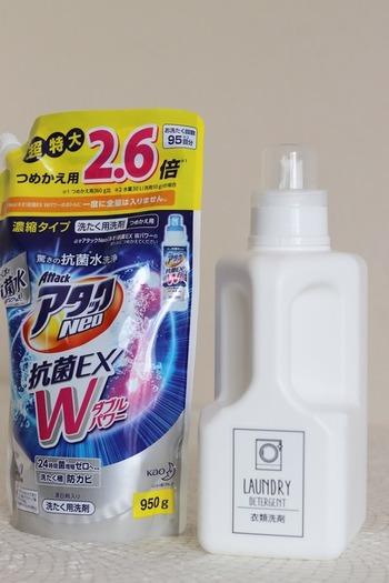 1.1ℓの大容量の詰め替えボトルなら、お徳用の洗剤も1回で入ります。キャップにはメモリがついていたり、注ぎ口も使いやすい形状だったりと、細かい部分も計算されて作られているんですよ◎。プチプラでおしゃれなダイソーのボトルに詰め替えて、ランドリー周りをスッキリさせてみませんか?
