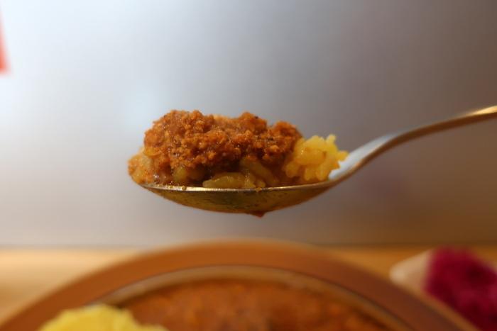 こちらはレモンが効いた爽やか風味のレモンキーマカレー。しっとりとご飯に染み込んだカレーもスルスルと喉越し良く胃に入っていきます。また鎌倉に新しいカレーの人気店が誕生しましたよ。
