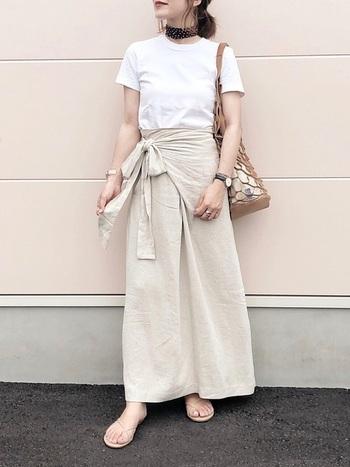 引き続き人気のワントーンコーデも、Tシャツをきれいめに着こなす強い味方。特にベージュやホワイトでまとめる着こなしは、カジュアル感の強いTシャツを女性らしい印象にチェンジし、ワンランク上のきれいめコーデを実現します。