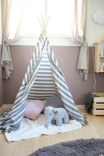 秘密基地みたいで、こちらも子どもが大好きな「ティピーテント」。オシャレな見た目で、子ども部屋のインテリアにもよさそうです☆工具を使わずに作れるのが嬉しいですね。