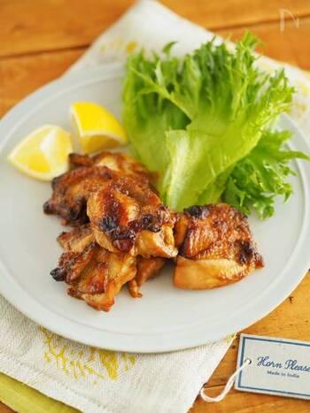 カレールウをおろし金などでおろすなどしてタレを作り、鶏肉を漬け込みます。あとは焼くだけ。漬け込んだ状態で冷凍もできますので作り置きするのもいいですね。