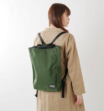 手持ちバッグとしても、リュックとしても使える優れものバッグは旅の相棒に最適。天気の悪い日のお出かけや、アウトドアシーンにも活躍してくれますよ。