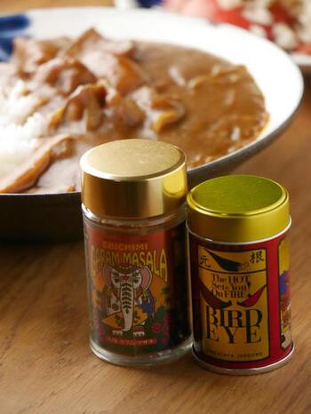 七味で有名な八幡屋磯五郎さんが販売されている、BIRD EYEと七味ガラムマサラ。どちらもとにかく辛いですが、普通の七味の様に後からサッと振りかけられて、手軽に使える嬉しいスパイスです。もちろん煮込んでもOK。