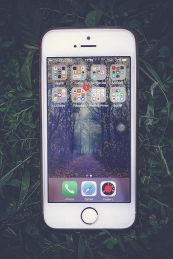 アプリのアイコンが日常的に目に入りにくくなりアプリの存在感が薄れるのに加え、意思をもってアクセスしようとしてもプロセスが増えるので「なんとなく開く」頻度が減らせます。