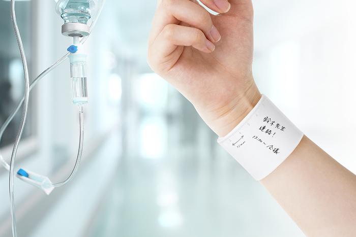 家事や仕事に忙しい主婦の方や、病院内の移動が多い看護師の方は、メモ帳を手に取る時間も惜しいですよね。 「wemo」は、書いたメモを腕に巻けるので常に身につけておける便利なグッズです。