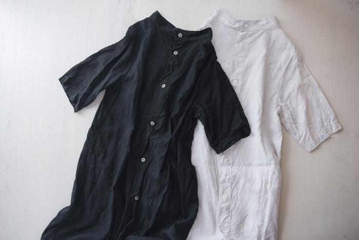 前と後ろ、2ウェイで着られるワンピースです。ゆったりとしたデザインで、襟元や袖に個性があります。暑い日でも涼しく、季節が変わったら重ね着を楽しめます。