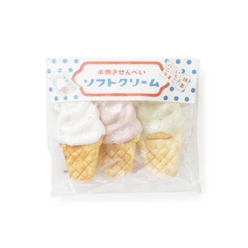 ソフトクリームの形をした手焼きせんべいは、見ただけで笑顔がこぼれそうなほっこり感があります。親しい人へのプレゼントに向いていそう。
