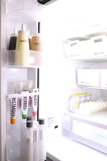 なんとなく冷蔵庫に入れておくと良さそうな気がしてしまいますが、粉状のスパイスは冷蔵庫から出した時の気温差で、瓶内に水滴がついてしまうのでNGです。もちろんペースト状のものなどで、表示が要冷蔵のものは冷蔵庫で保管が必要になります。きちんと表示を確認してから保管するようにしましょう。
