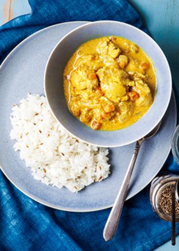 インドカレーはガラムマサラやターメリックなど、様々なスパイスを使用した芳醇な香りが魅力的です。同じインドカレーでも地方によって特徴が異なり、さっぱり系から濃厚な味付けまでいろいろな味が楽しめます。