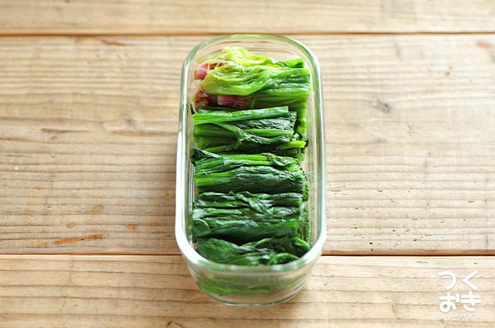 ブロッコリー同様にほうれん草がたくさん手に入る時期に作っておきたい保存食。上手に茹でて小分けに冷蔵、冷凍しておくことで、お買い物に行きそびれても立派なおかずやメインディッシュを作ることができますよ。  ・ほうれん草のクリームパスタ ・白和えや胡麻和え ・味噌汁の具材に