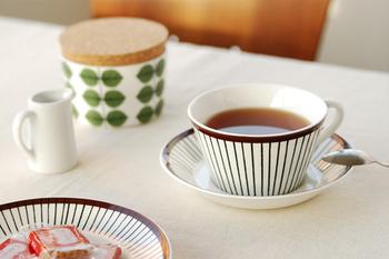スウェーデンの家庭では長く親しまれている、「Gustavsberg(グスタフスベリ)」のカップも素敵です。シンプルながらあたたかみのあるデザインで、置いているだけでインテリアにもなりそうですね。