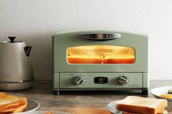 あらかじめトースターをあたためておくことで、食パンの水分を飛ばすことなく、ふんわりとした焼き上がりに!