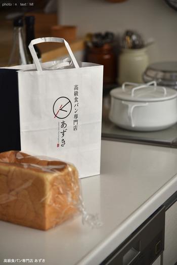 食パンは常温で保存しても◎ ただしカビが生えやすいので、なるべく早めに(3、4日程度)食べるよう心がけて!袋の中になるべく空気が入らないようにし、風通しのよい場所に置きましょう。