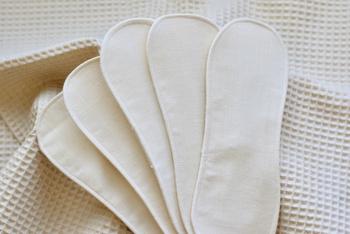 毎月のお付き合いだからこそきちんと向き合いたいものです。生理期間を心地よく過ごすため、お肌にも地球にも優しい『布ナプキン』を取り入れてみませんか?