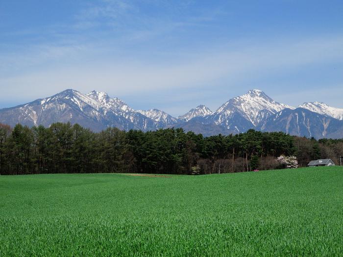 八ヶ岳連峰の南麓に位置する山梨県北杜市の「清里」。富士山・南アルプスを眺めることもできる高原リゾート地として知られていますよね。標高1,200mの澄んだ空気と、美しい景色に心が洗われます。