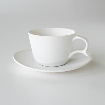 ティーカップは、「1客」と数えます。お客様にお出しする飲み物は、紅茶を選ばれることも多いのでは。おもてなしなどに使われるものは「客」を使う数え方が多いようです。