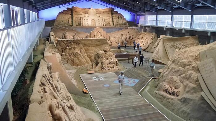1年に一度のペースで展示のテーマを変更しており、第12期である現在は「砂で世界旅行・南アジア編」というテーマのもと、作られた作品を展示中です。(第12期は、~2020年1月5日まで)