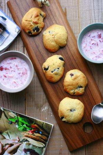 ブルーベリー、薄力粉、きび砂糖 、卵、牛乳、無糖ヨーグルト、そしてココナッツオイルなどで作るスコーン。ココナッツオイルの風味も良く、南国の風を感じるような、さわやかでやさしい味に何度もリピしたくなりそう。