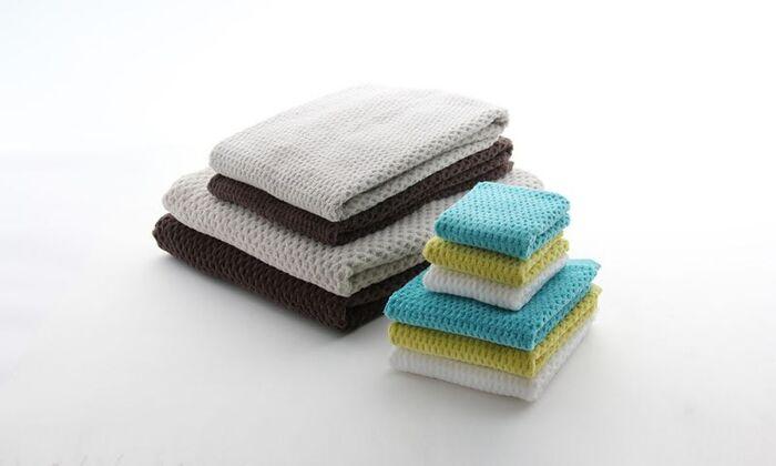 インドで手摘みで収穫された綿花の最上部分のみを使用したタオルです。繊維に長さがあり、ソフトでしなやかなのが特徴です。手触りが心地よく、吸水性にも優れています。